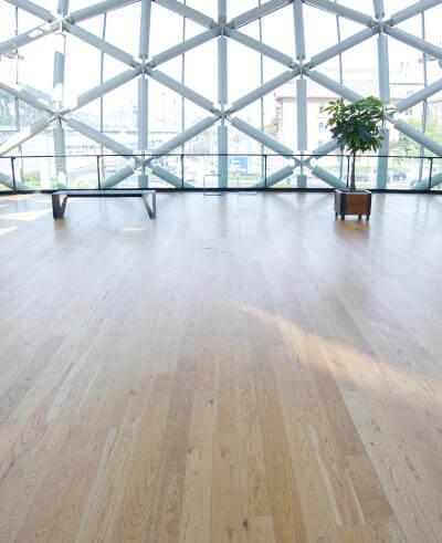 Espaces culturels par Wood floor partners parquets